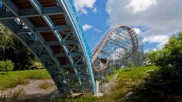 Ravine Flyer II roller coaster