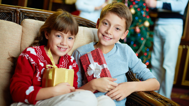 kids-with-gifts