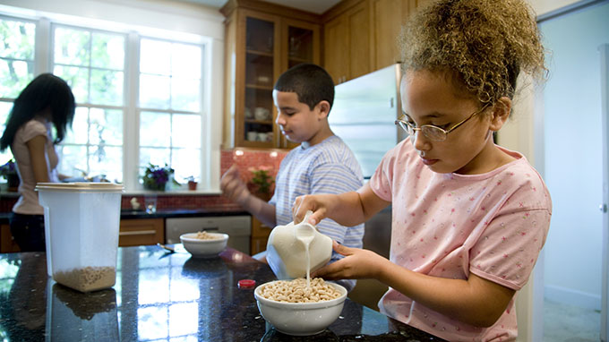 Kids' eating Cereal