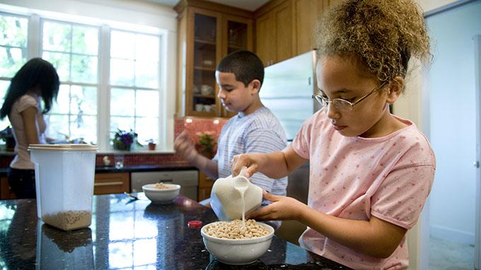 Kids' eating Cereal