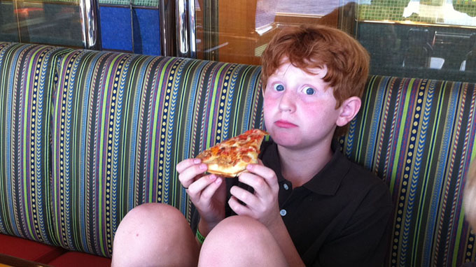 eating-pizza
