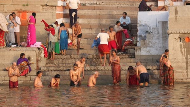 Ritual bathing in the Ganges